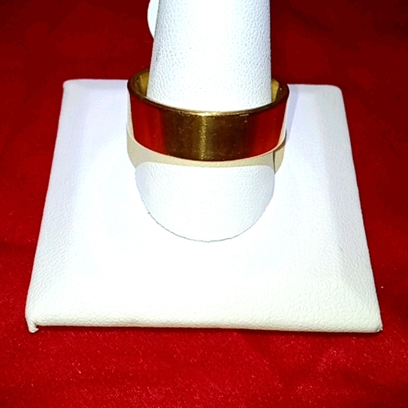 HP! NWT Gold Simple Stainless Steel 10.5 Ring!!